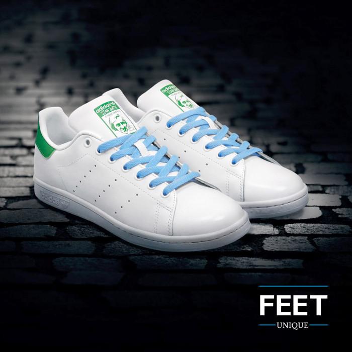 Platte lichtblauwe schoenveters